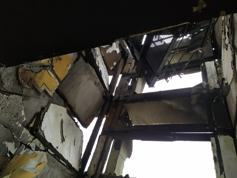 FOTO: Aktuálne zábery priamo z bytovky zasiahnutej výbuchom plynu, foto 5