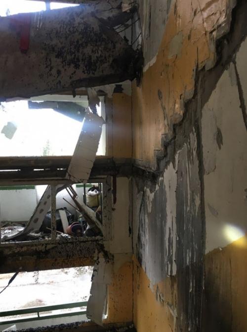 FOTO: Aktuálne zábery priamo z bytovky zasiahnutej výbuchom plynu, foto 9