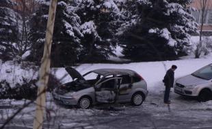 Muž chcel auto odmraziť, to mu nakoniec zhorelo