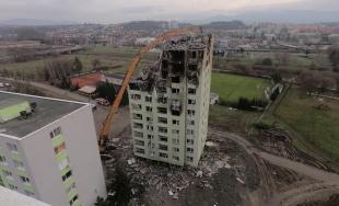 VIDEO: Časozberné zábery z búrania bytového domu na Mukačevskej ulici